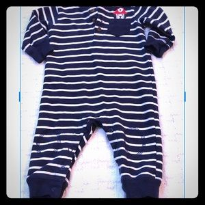 Carter's Stripped 🔥Fire Dog 🔥Jumpsuit 6 M